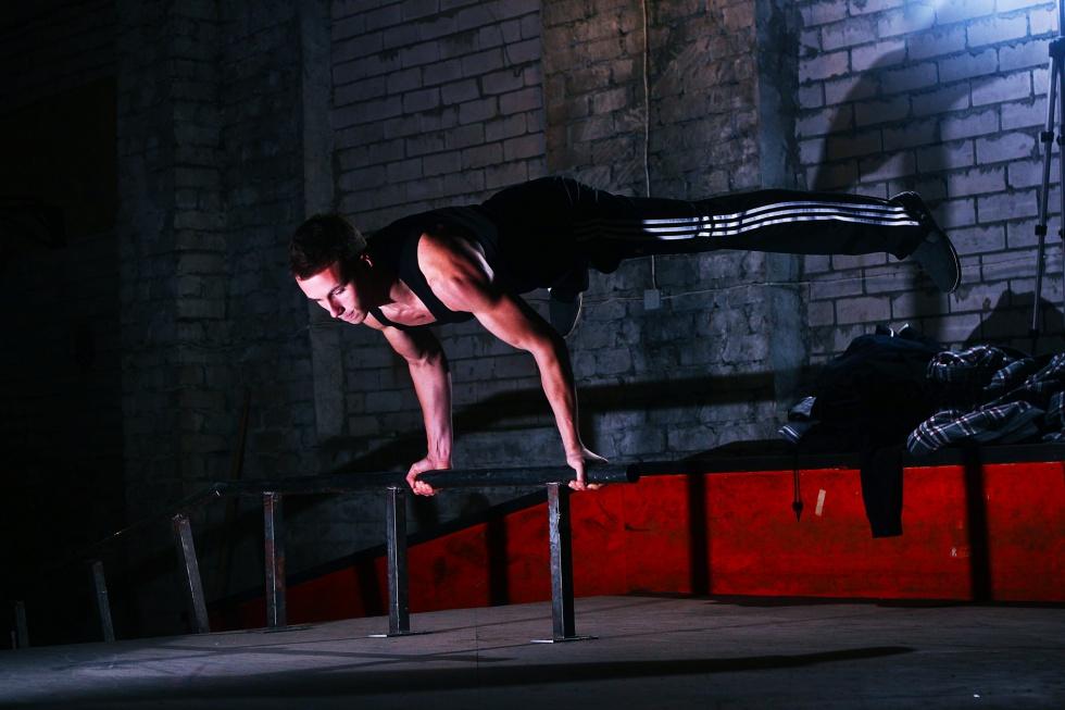Ielu vingrošana - fizkultūra & sporta spēles jauniešiem brīvā dabā